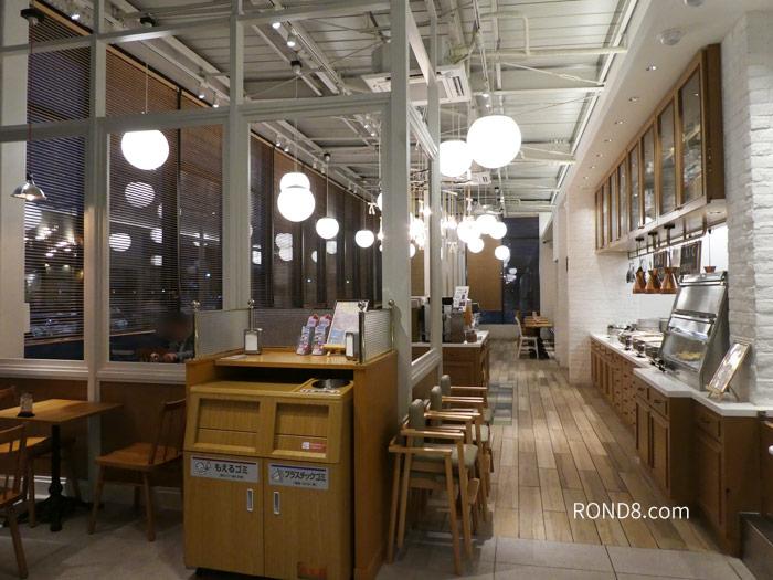 ケンタッキー食べ放題・所沢店舗の内部