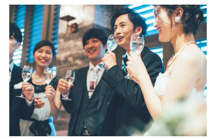 結婚式の二次会の持ち物・男性&女性ゲスト用|2次会でのマナーや男女別に必要な小物