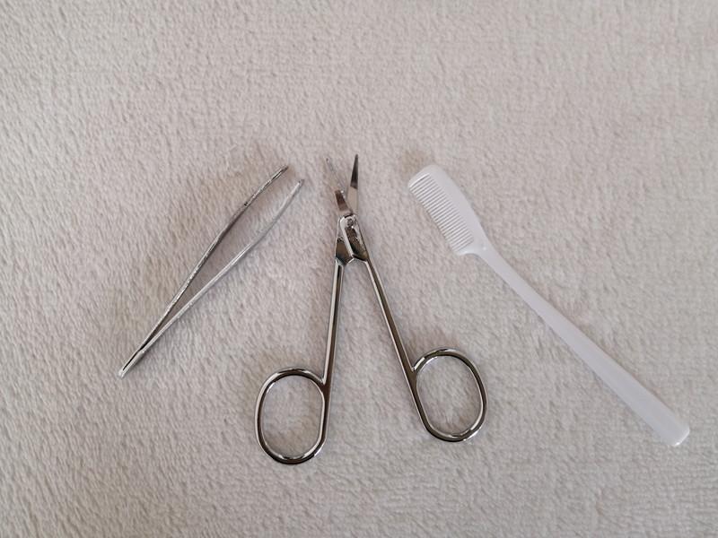 眉毛を整える道具 100均・眉のお手入れセット 中身